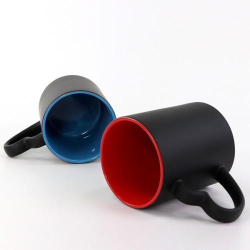 Cană termo negru mată cu mâneca inimioară si interior albastru